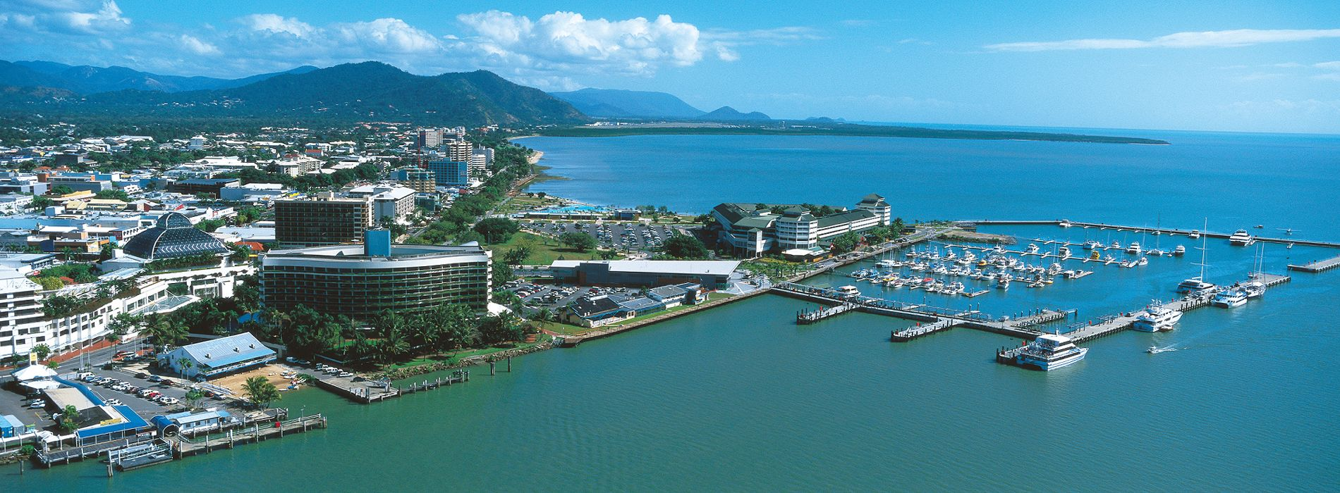 Cairns Holiday Apartments Oasis Inn Cairns Aerial