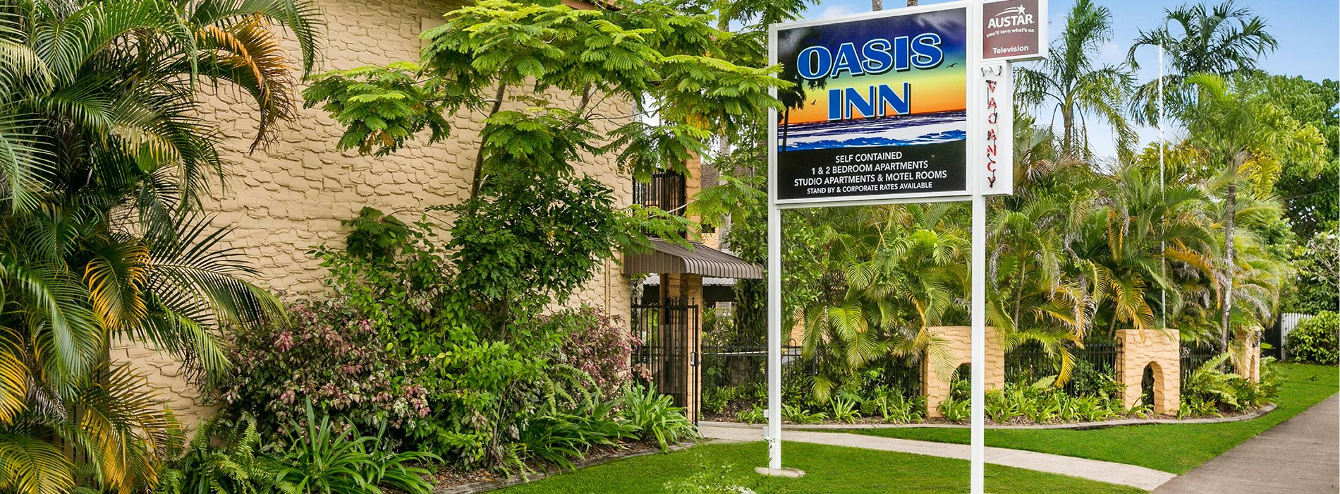 Cairns Holiday Apartments Oasis Inn Entrance